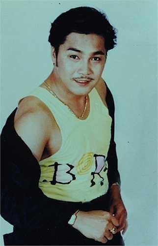 Bén duyên nghệ thuật sớm, nhưng phải đến khi vào vai Phạm Công trong bộ phim cổ trang Phạm Công - Cúc Hoa, tên tuổi Lý Hùng mới thực sự tỏa sáng.