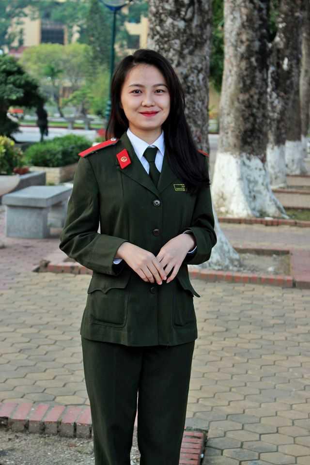 Và Y Hoa cũng là một trong nữ sinh nổi bật của cuộc thi khi sở hữu khuôn mặt thanh tú và làn da trắng. Cô gái sinh năm 1994 hiện học lớp B10D44, Học viện An ninh Nhân dân.
