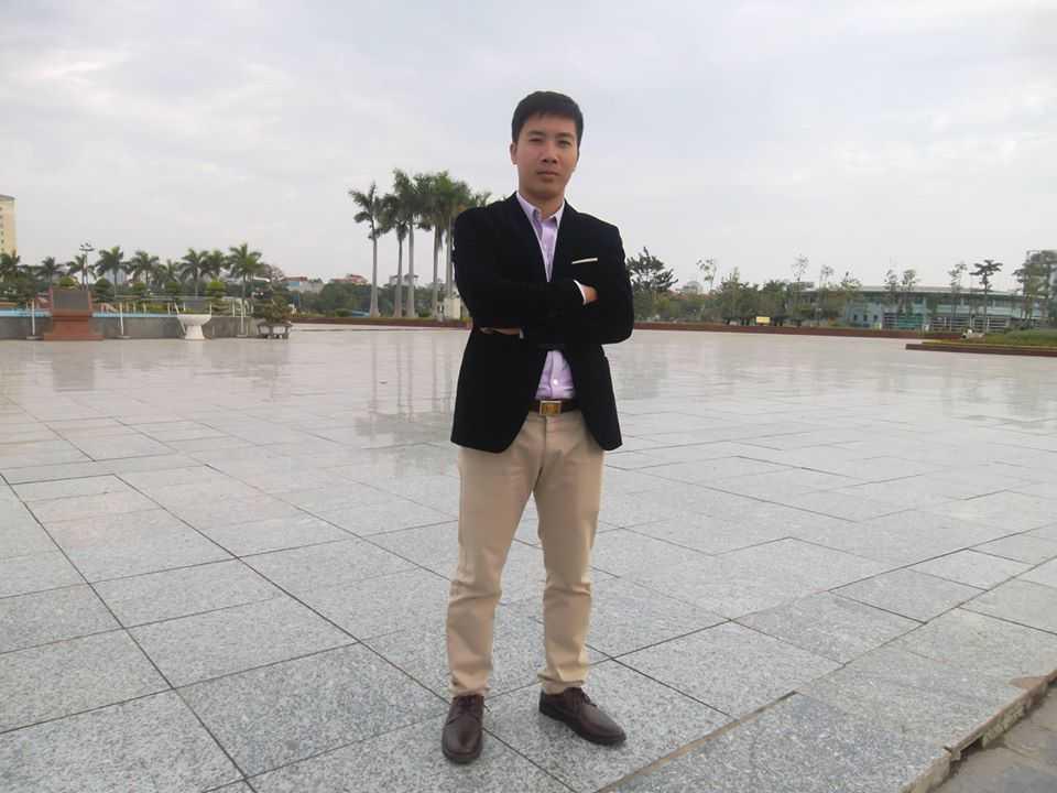 Nguyễn Minh Đức - sinh năm 1982 là sinh viên lớp B2 Văn bằng 2, K13