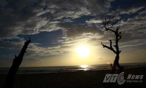 Sự mê hoặc của bình minh trên biển Đà Nẵng