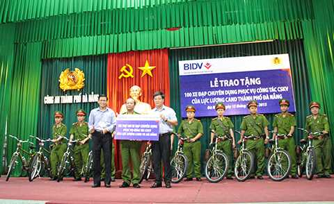 Sáng 15/12, Công an TP Đà Nẵng đã trao 100 chiếc xe đạp đặc chủng phục vụ công tác tuần tra cho lực lượng cảnh sát khu vực quận huyện.