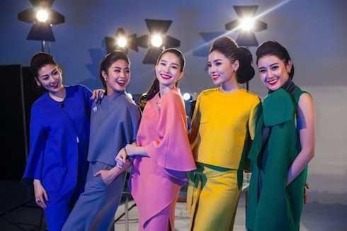 Hoa hậu Đặng Thu Thảo, Ngọc Hân, Kỳ Duyên và hai Á hậu Tú Anh, Huyền My.