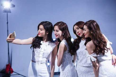 Các Hoa hậu, Á hậu cùng nhau khoe sắc.