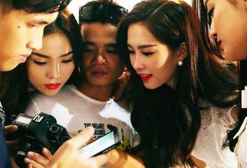 Các người đẹp và nhiếp ảnh gia Tang Tang.