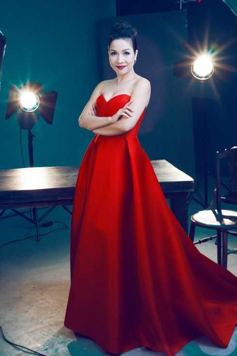 Năm 2014, khán giả không khỏi bất ngờ về hình ảnh 'lột xác' với gu thời trang sang trọng, hợp tuổi của Mỹ Linh.