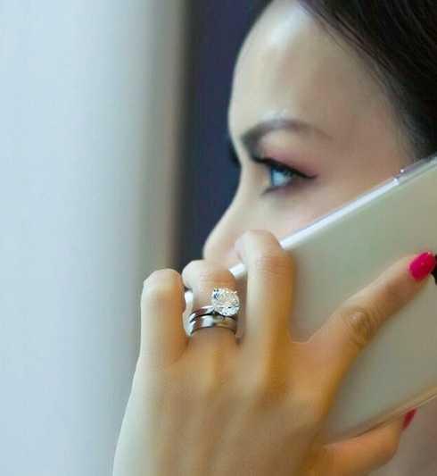 Hà Phương đeo nhẫn kim cương 1 triệu USD.