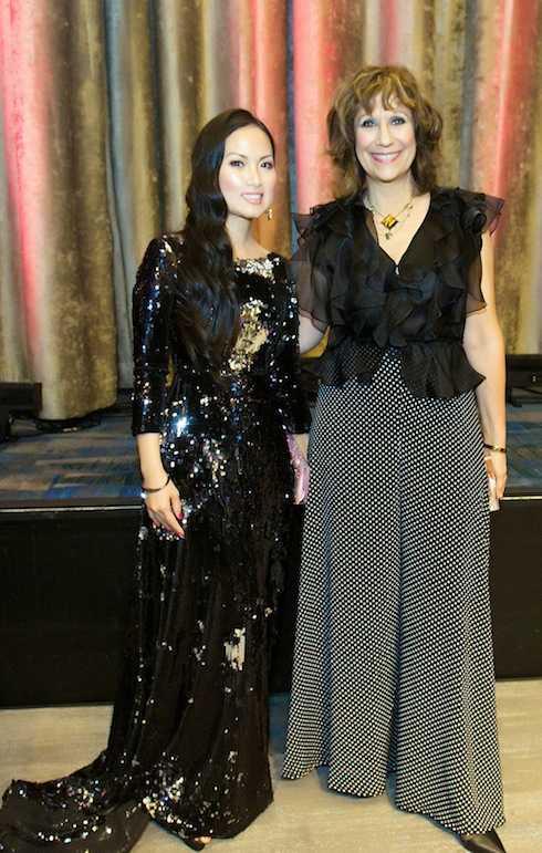 Hà Phương và Lizz Winstead (cây bút có tiếng của tờ The Huffington Post và đồng sáng lập hai chương trình The Daily Show và Air America Radio).