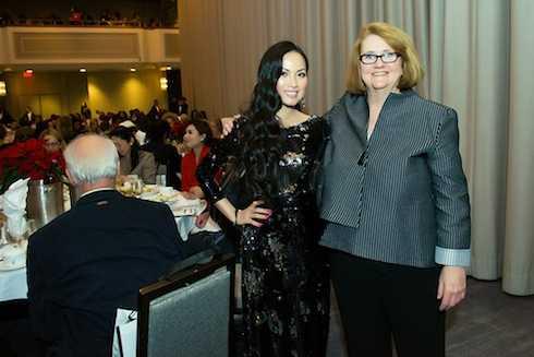 Đặc biệt cô có dịp gặp gỡ Terry Lawler (giám đốc điều hành tổ chức Woman In Film)