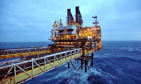 Việc giá dầu thế giới giảm có tác động nhiều chiều tới kinh tế Việt Nam