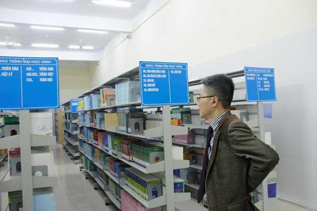 Giáo sư Ngô Bảo Châu thăm và làm việc tại Trung tâm Thông tin - Thư viện Nguyễn Thúc Hào