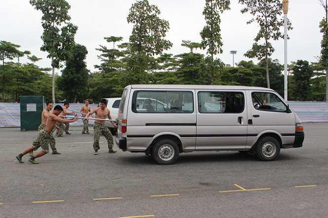 Chùm ảnh các sĩ quan, chiến sĩ đặc công biểu diễn võ thuật, khí công
