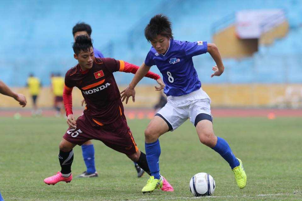JFL Selection chỉ là đội bóng bán chuyên ở Nhật Bản (Ảnh: Quang MInh)