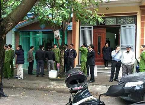 Ngôi nhà trung tá Tùng (cửa xanh) nơi xảy ra sự việc