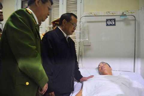 Ông Phạm Quang Nghị thăm hỏi, động viên thượng úy Đạt