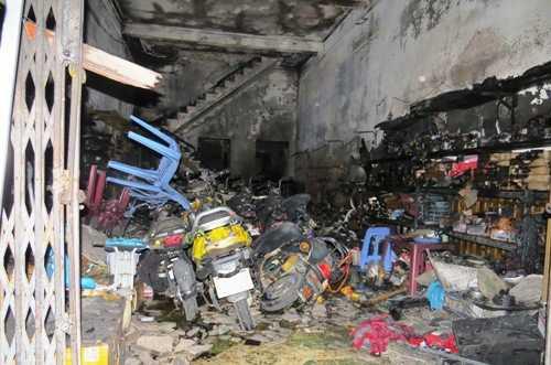 Nhiều xe đập điện chủ cửa hàng mới nhập cháy chơ khung - Ảnh Giang Chinh