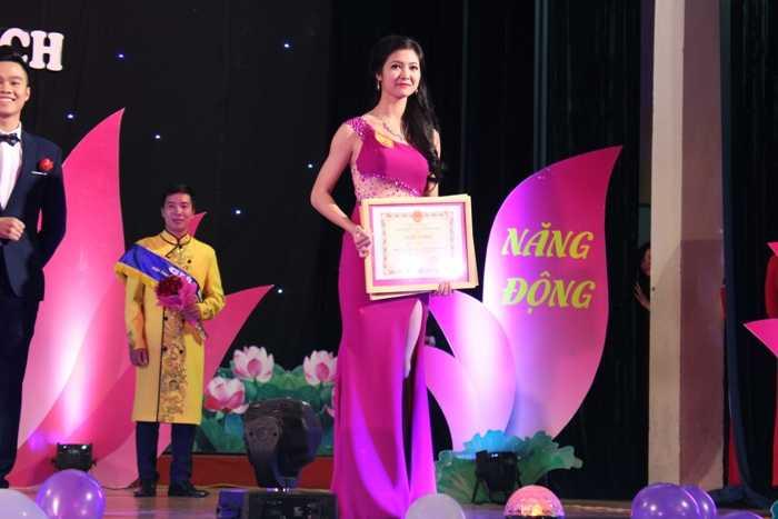 Tuệ Nhi đã xuất sắc giành 2 giải: Giải Nhất và giải Trang phục tự chọn đẹp nhất.