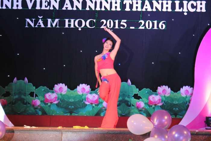 Tiết mục múa cổ điển 'Lạc giữa rừng mơ' của Trương Thị Tuệ Nhi.