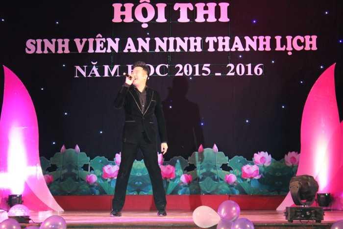 Ca sỹ Minh Quân góp vui trong đêm chung kết với 2 bài hát: Phép nhiệm màu và nếu phải xa nhau.