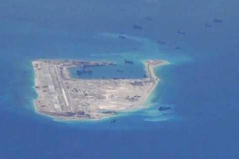 Hình ảnh máy bay do thám Mỹ chụp được hôm 21/5 cho thấy Trung Quốc vẫn đang tăng cường bồi đắp trái phép ở Biển Đông (Nguồn: WSJ)