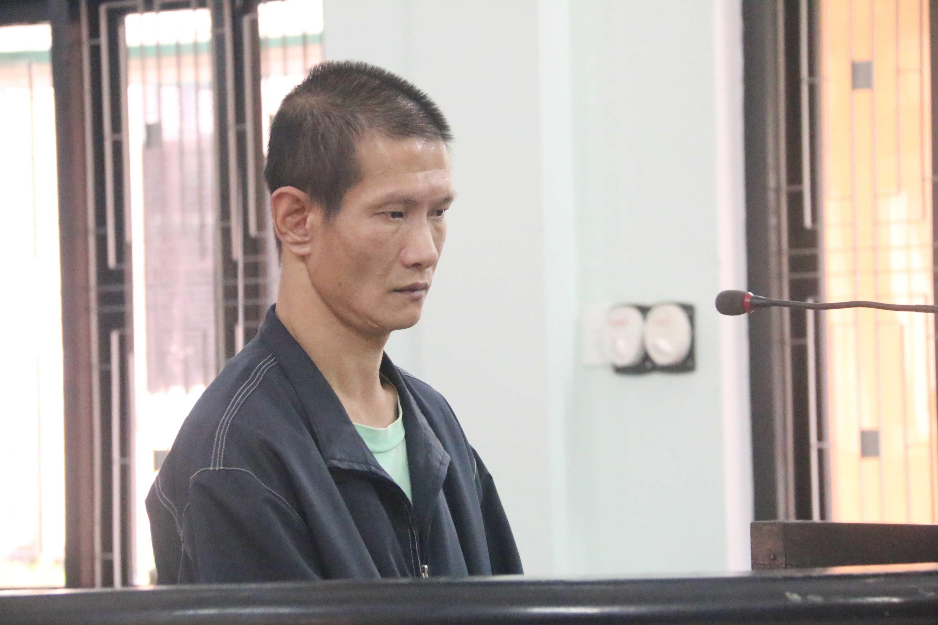 Bị cáo Nguyễn Phú Hải tại phiên tòa. (Ảnh Hoàng Quân)