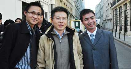 Khi còn ở Pháp, thạc sỹ Võ Xuân Hoài cùng các học sinh Việt tại Pháp tổ chức giao lưu với giáo sư Ngô Bảo Châu.