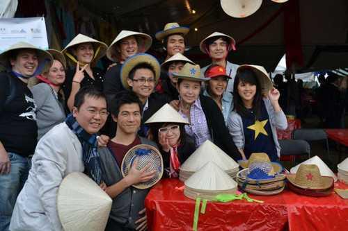Võ Xuân Hoài cùng du học sinh Việt tổ chức quảng bá văn hóa Việt Nam