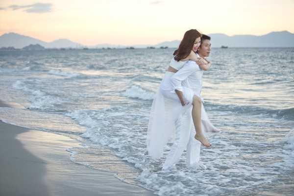 Diễm Trang nhận lời cầu hôn của bạn trai ngay trước đêm chung kết Hoa hậu Việt Nam 2014. Một năm sau, cặp đôi quyết định tổ chức đám cưới.