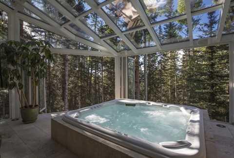 Nhiều người sẽ phải mơ ước được một lần sử dụng bồn tắm bắt mắt như thế này