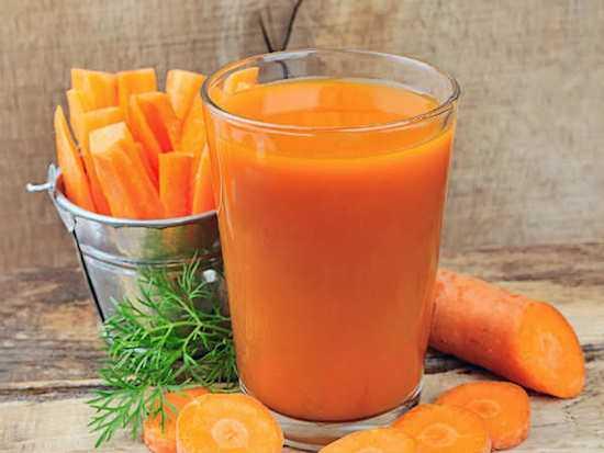 Hãy uống nước ép cà rốt pha mật ong khi bụng rỗng vào buổi sáng và buổi tối.