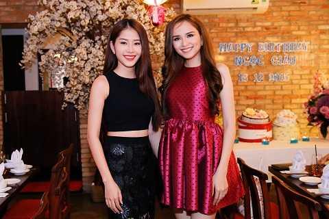 Hoa khôi Nam Em và Hoa hậu Diễm Hương là những người bạn khá thân thiết ngoài đời.