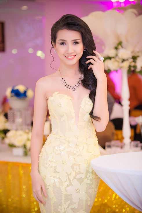Sự kiện còn có top 5 Hoa hậu Việt Nam Phan Thị Mơ.