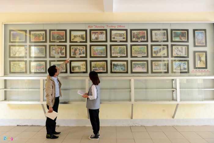 """""""Môt thoáng trường Phan"""" là nơi trưng bày những tác phẩm ảnh do chính   học sinh ghi lại như sân trường rực tím bằng lăng, nụ cười hồn nhiên,   trò chơi nghịch ngợm tuổi học trò…"""