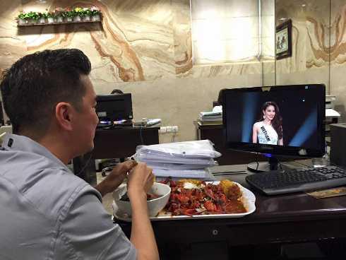 Đàm Vĩnh Hưng xem toàn bộ đêm bán kết Hoa hậu Hoàn vũ để cổ vũ cho Phạm Hương
