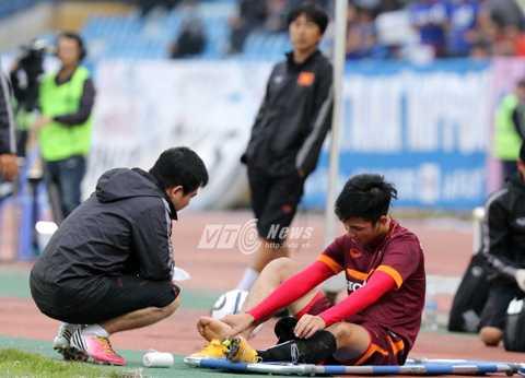 Trọng Đại chính thức chia tay U23 Việt Nam vì chấn thương (Ảnh: Quang Minh)