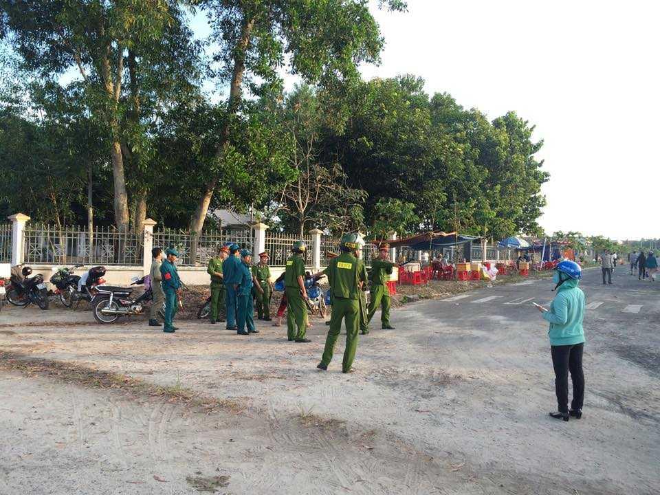 Dự kiến trước sự có mặt của nhiều người, lực lượng chức năng tỉnh Bình Phước đã lập nhiều tầng kiểm soát,nhiều chốt chặn để đảm bảo trật tự phiên xét xử