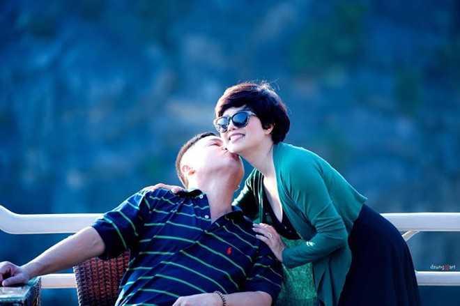 Khoảnh khắc lãng mạn của vợ chồng nghệ sĩ Chí Trung - Ngọc Huyền. Ảnh: FBNV