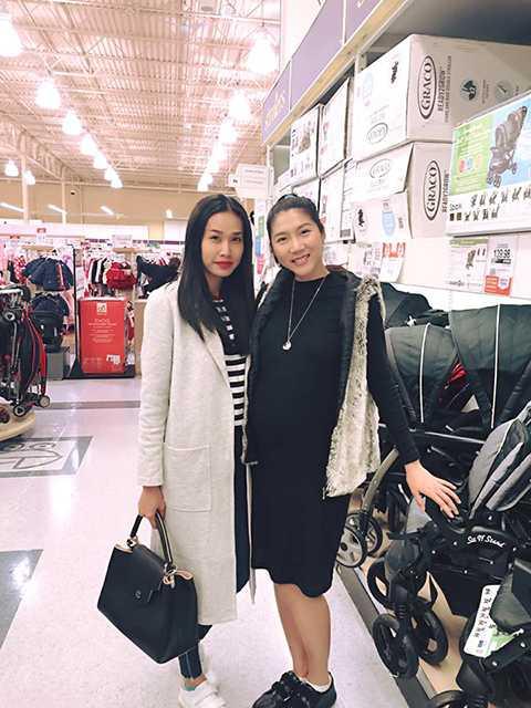 Mới đây, cựu siêu mẫu vừa chia sẻ một số hình ảnh dạo phố mua sắm vui vẻ cùng Dương Mỹ Linh - bạn gái Bằng Kiều.