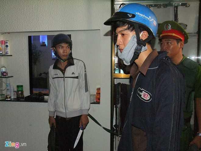 Dương và Tiến trong buổi thực nghiệm hiện trường (Ảnh: Zing)