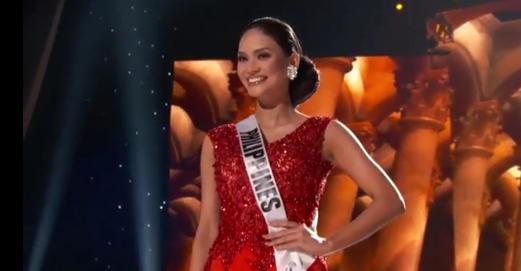 Thí sinh Philippines lộng lẫy trong trang phục dạ hội.