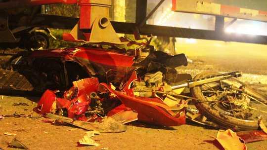 Chiếc xe máy vỡ vụn sau va chạm