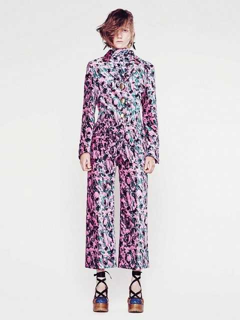 Những bộ đồ thời trang phối theo phong cách ton-sur-ton sẽ là gợi ý tuyệt vời cho thời trang công sở trong suốt mùa đông. Bạn sẽ không còn lo kém sành điệu khi đi làm vào những ngày lạnh giá.