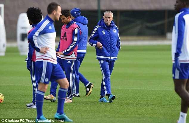 Hình ảnh Mourinho vẫn làm việc trước khi bị sa thải
