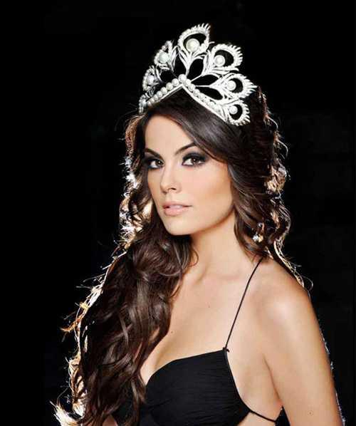 Hoa hậu Hoàn vũ 2010 Ximena Navarrete cũng đánh giá Phạm Hương trong top 11 thí sinh cô yêu thích nhất sau đêm bán kết