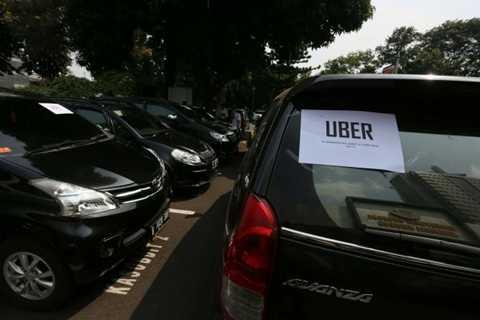 Trong khi nhà quản lý và giới kinh doanh taxi truyền thống còn tranh cãi, Uber tiếp tục tăng trưởng nóng ở những nơi mà dịch vụ này hiện diện