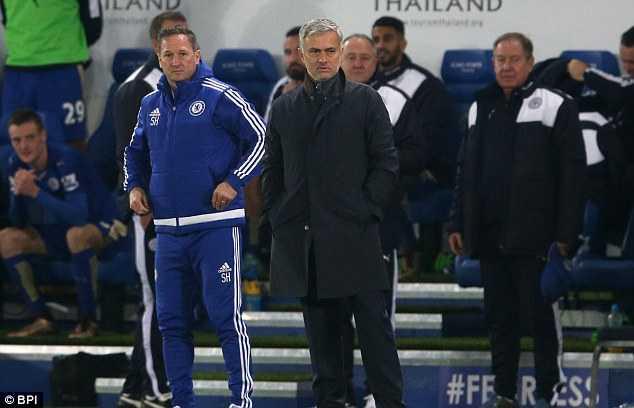 Mourinho bị sa thải sau khi cùng Chelsea vô địch Ngoại hạng Anh 7 tháng trước