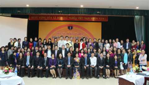 Các Báo Cáo Viên chụp hình lưu niệm cùng Ban Lãnh Đạo Bộ Y Tế,  Viện Dinh Dưỡng Quốc Gia và Lãnh Đạo các bệnh viện