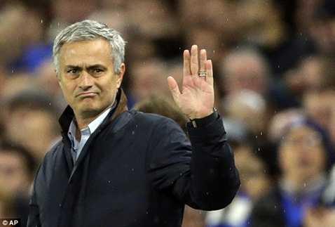 Mourinho lại tạo ký ức buồn trong năm thứ 3 ở một CLB