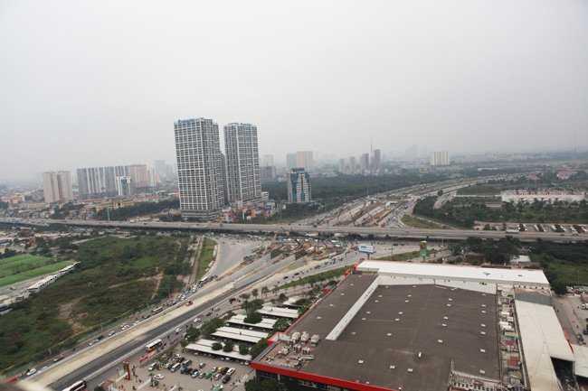 Hầm chui nút giao Trung Hoà (quận Cầu Giấy) được khởi công vào đầu năm nay, với chiều dài gần 700 m, theo hướng Đại lộ Thăng Long - Trần Duy Hưng và ngược lại với tổng mức đầu tư khoảng 700 tỷ đồng.