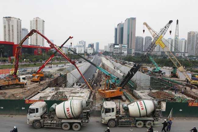 Hầm chui này được thiết kế 3 làn xe cơ giới rộng 3,5 m/làn. Phần hầm qua gầm cầu cạn sẽ được nối tiếp với đoạn hầm hở của dự án đường Đại lộ Thăng Long.