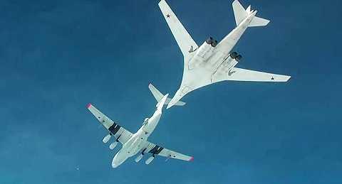 Máy bay ném bom chiến lược Tu-160 của Nga